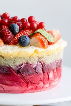 This healthy fruit yoghurt layer cake is a stunning show stopper! It's fresh and healthy with absolutely no artificial sugar. Click through to get the recipe!