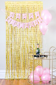Happy Birthday Decorations Pink Pink and Gold Birthday Wall, Gold Birthday Party, Birthday Backdrop, Happy Birthday Parties, Birthday Balloons, Diy Birthday, 16th Birthday, Simple Birthday Surprise, Birthday Morning