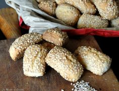 Ricetta per preparare in casa Biscotti Reginelle o Sesamini. Dolci tipici Siciliani. Preparazione con e senza Bimby. Biscotti con sesamo, cimino gigiulena