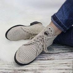 Обувь ручной работы. Ярмарка М Crochet Sandals, Crochet Boots, Crochet Slippers, Knit Shoes, Sock Shoes, Shoe Boots, Crochet Shoes Pattern, Shoe Pattern, How To Make Slippers
