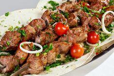 Шашлык из свинины, излюбленное блюдо нашего человека. Как правильно приготовить шашлык из свинины, пожарить на мангале, и с чем подавать, интересно многим, поэтому остановимся на этой теме подробнее.