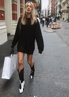 Summer Boots Outfit, Winter Boots Outfits, Fall Outfits, Outfits Otoño, White Cowboy Boots, Cowboy Boot Outfits, Cowboy Outfits For Women, Indie, Trendy Outfits