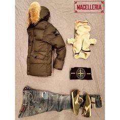 Composizione A/I '17 • #autunno #autumn #inverno #winter #piumino #downjacket #maglione #sweater #stoneisland #jeans #dondup #sneakers #diadora • #macelleria #mestre