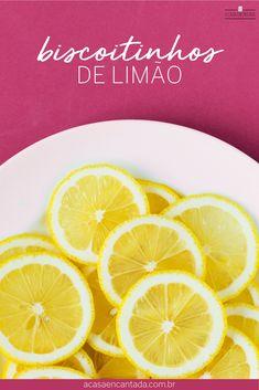 Biscoitos de Limão | A Casa Encantada - Receita de biscoito (ou bolacha haha) caseiro de limão simples, fácil e delicioso! Ótima opção para lanche escolar ou chá e café da tarde - Para o passo a passo acesse o blog! O melhor biscoitinho de limão do mundo! #bolacha #biscoito #limão #biscoitodelimão #biscoitocaseiro #bolachadelimão #receitadoce #lancheescolar #bolachacaseira #acasaencantada