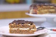 Vezi si reteta video pentru Desert tort cu nuca si crema de vanilie Banana Bread, Desserts, Tailgate Desserts, Deserts, Postres, Dessert, Plated Desserts