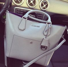 Spring 2013 handbag trends  help you tonight      ...   Why is this us... .   ..