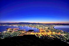 函館山の夜景 Japanese Landscape, Urban Landscape, Hakodate, Tokyo Skytree, Japanese Artwork, Magic Hour, Mount Fuji, Sapporo, Japan Travel