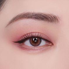 asian makeup – Hair and beauty tips, tricks and tutorials Korean Makeup Tips, Asian Eye Makeup, Korean Makeup Tutorials, Pink Eye Makeup, Eye Makeup Art, Eyeshadow Makeup, Korean Natural Makeup, Makeup Eyes, Makeup Kit