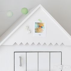 We love this idea for hanging Polaroid style prints in your home. It will give any room a retro touch. Order your Polaroid style prints from Albelli. Polaroid, Rum, Creative Ideas, Blog, Photos, Prints, Decor, Style, Impressionism