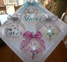 Cher& Signs by Design: Personalized Ornaments Cricut Christmas Ideas, Christmas Vinyl, Christmas Crafts For Gifts, Christmas Projects, Christmas Fun, Homemade Christmas, Vinyl Ornaments, Ornament Crafts, Personalized Ornaments