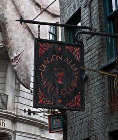 A Magical Look Inside Diagon Alley at Universal Studios, Orlando: http://www.davonnajuroe.com/magical-look-inside-diagon-alley-universal-studios-orlando/ #HarryPotter #DiagonAlley #UniversalStudios #Orlando