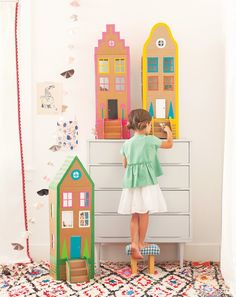DIY cardboard brownstones from Merrilee Liddiard's book Playful. DIY cardboard brownstone houses with duct tape from Merrilee Liddiard's book PLAYFUL. Photography by Nicole Gerulat Easy Crafts To Make, Easy Crafts For Kids, Summer Crafts, Diy For Kids, Carton Diy, Cardboard Toys, Cardboard Houses, Cardboard Dollhouse, Diy Dollhouse