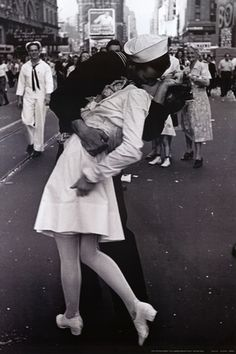 Kissing on VJ Day Poster at AllPosters.com