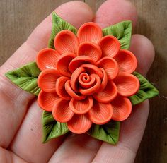 Coral Cream Dahlia on Bright Green Leaves Pendant | Flickr: Intercambio de fotos