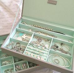 Cute Jewelry, Jewelry Shop, Jewelry Stores, Jewelry Accessories, Silver Jewelry, Tiffany Bracelets, Tiffany Jewelry, Pandora Bracelets, Jewellery Storage