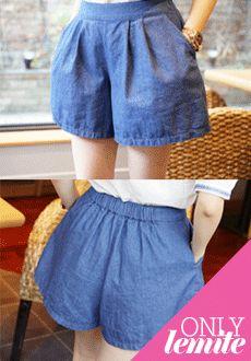 Today's Hot Pick :休闲随性纯色宽松牛仔短裤 http://fashionstylep.com/SFSELFAA0011718/min3111cn/out 休闲感十足的舒适百搭牛仔短裤,为你带来一夏的时尚气息——腰头采用了松紧设计,让穿着更加舒适方便,纯色的配色搭配了宽松的剪裁,增加了时尚感的同时又衬托出了纤细的美腿,视觉上起到了拉长效果~绝对的夏季时尚MM必备的单品哦~ -短裤- -纯色- -宽松- -休闲舒适-