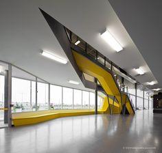 Besty Modern Minimalist Interior Design Inspiration - Home Dekoration Interior Design Minimalist, Contemporary Interior Design, Futuristic Interior, Futuristic Design, Colani, Lobby Design, Interior Stairs, Staircase Design, Commercial Interiors