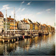 Nyhavn Copenhagen Denmark  #nyhavn #københavn #copenhagen #denmark #aroundtheworld #beautifuldestinations #exploretheglobe #igtravel #instamoments #instapassport #instatravel #postcardfromtheworld #reiselust #roamtheplanet #theglobewanderer #traveladdict #travelgram #travelphoto #travelworld #vacation #wanderlust #sonyalpha #sonyimages #lonelyplanet #sonya6300 #pano