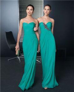 En verde esmeralda encontramos estos vestidos de Rosa Clará perfectos para Damas de honor.
