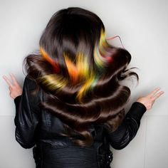 One of the new hair trends for 2017 is an optical illusion. Known as the shine line hair trend, it looks like a rainbow laser beam is pointed at your hair. Hairstyles With Bangs, Trendy Hairstyles, Updo Hairstyle, Wedding Hairstyles, Epic Hair, New Hair Trends, Lisa Frank, Dye My Hair, Cool Hair Color