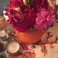 Cutest pumpkin vase idea for a #thanksgiving table care of my bestie @melaniedunkelman 's dinner party #hhinspired @houseandhomemag