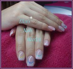 French Manicure met gekleurde dots