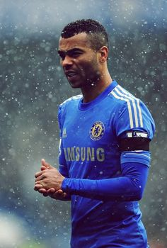 Ashley Cole, Most consistent left back in years for both club & country, not the most liked person but I respect him for his quality and passion in football one of the greatest left backs of all time Chelsea London, Fc Chelsea, Chelsea Football, Chelsea Wallpapers, Chelsea Champions, England Players, Premier League Teams, Fc 1, Sports