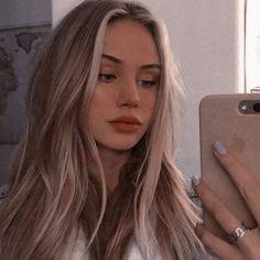 Aesthetic Women, Bad Girl Aesthetic, Girl Pictures, Girl Photos, Icons Girls, Beautiful Girl Makeup, Brown Blonde Hair, Girls Selfies, Grunge Hair