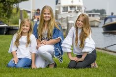 9/14 Toggle Princess Alexia, Crown Princess Catharina-Amalia, and Princess Ariane Catharina-Amalia, Princess of Orange (center) age 13, is the heir apparent to the Kingdom of the Netherlands' throne.