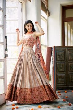 Lehenga Designs Simple, Wedding Lehenga Designs, Designer Bridal Lehenga, Simple Lehenga, Indian Fashion Dresses, Indian Gowns Dresses, Indian Designer Outfits, Designer Dresses, Wedding Dress Trends