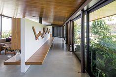L'intérieur obéit aux mêmes règles de minimalisme et d'originalité valables pour toute la résidence