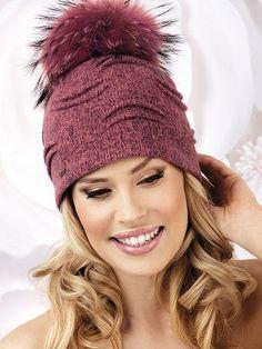 Женская стильная шапка с декоративными элементами бордового цвета от Willi