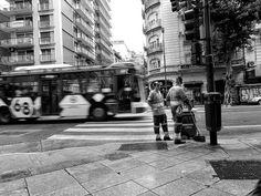 FOTOS SIN PORQUE: Gente en el paisaje urbano.  B&W, Cityscape, fotografía callejera, fotografías, Fotografias Blanco y Negro, fotos, imágenes urbanas, street photography