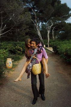 Tendre complicité pour Serge Gainsbourg et Jane Birkin, lors de la 22e édition du festival de Cannes, en mai 1969