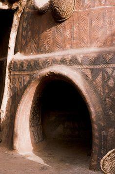 Gurunsi.entrée de case   by courregesg