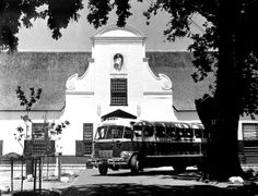 Groot Constantia and an old SAR Pullman History Of Wine, Cape Dutch, Inner World, Places Of Interest, Cape Town, Historical Photos, Old Photos, South Africa, Holland