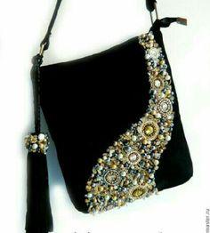 Crochet Bag Boho Fabrics Ideas Source by boho Beaded Purses, Beaded Bags, Handmade Handbags, Handmade Bags, Handmade Bracelets, Sacs Tote Bags, Hobo Bags, Fabric Bags, Kimono Fabric