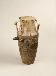 Object type	 : 	musical instrument > membranophones > bi-conical drum Place of collecting	 : 	Ghana Culture	 : 	Akan