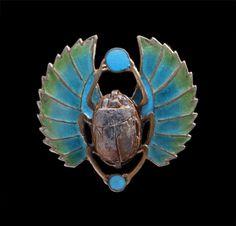 JUGENDSTIL Egyptian Revival Scarab Brooch Gilded silver Plique-?-jour enamel…