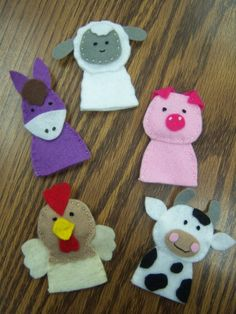 Flannel Friday: Farm Finger Puppets  by Katie       I purchased the amazing pattern for these finger puppets from Floral Blossom's Etsy shop.