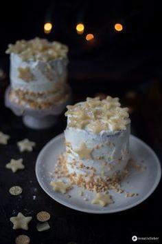 Marzipantörtchen mit Schokonussboden, Bratapfelmarmelade und Schmandsahnecreme - leckeres Wintertörtchen Rezept