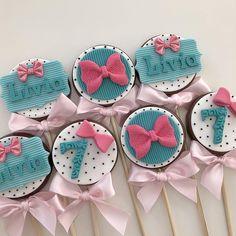 Muito amor nesse pão de mel duplo 💗😍 #alicenopaisdasmaravilhas #festaalicenopaisdasmaravilhas #aliceinwonderland Oreo Treats, Artist Cake, Chocolate Covered Treats, Retro Party, Lol Dolls, Cupcake Cookies, Amazing Cakes, Cake Pops, Chocolates
