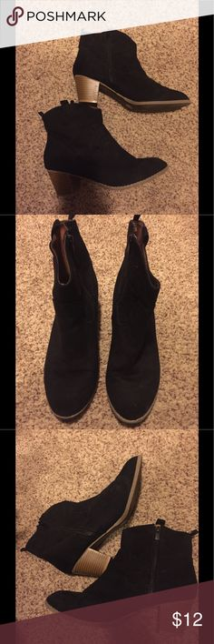Black ankle booties Old Navy black ankle booties with side zipper Old Navy Shoes Ankle Boots & Booties