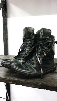 analogue underground — oilstain: New shoes ! New Shoes, Men's Shoes, Shoe Boots, Leder Boots, Spiritus, Black Rug, Shoe Game, Converse Shoes, Leather Shoes