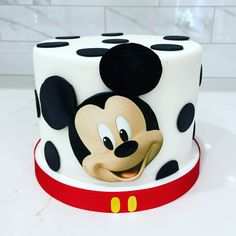Mickey mouse cake made by Liliana da Silva from Sugarella Sweets Mickie Mouse Cake, Minnie Mouse Cake Topper, Superhero Birthday Cake, Baby Birthday Cakes, Almond Pastry, Mickey Mouse Decorations, Simple Cake Designs, Creative Cake Decorating, Disney Cakes