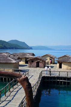 Le musée de la baie des os, reconstitution d'un village lacustre préhistorique, lac d'Ohrid, Macédoine. #Macedonia #travel #roadtrip