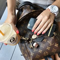 2018 New Louis Vuitton Handbags Collection for Women Fashion Bags Must have it Louis Vuitton Rucksack, New Louis Vuitton Handbags, Louis Vuitton Speedy Bag, Fashion Handbags, Purses And Handbags, Fashion Bags, Louis Vuitton Monogram, Cheap Handbags, Women's Fashion