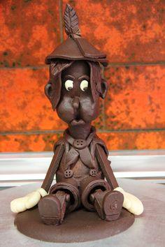 Handgemachte Pinocchio Figur aus Schokolade #torte #kuchen #konditorei #cafe #hugosbackstube #confiserie #patisserie Pinocchio, Garden Sculpture, Teddy Bear, Toys, Outdoor Decor, Animals, Pies, Cakes, Cake Shop