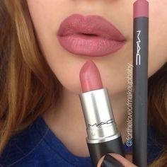 BeautyOutlet.co.uk - Kylie Jenner uses MAC soar lip liner with MAC brave #lipstick.