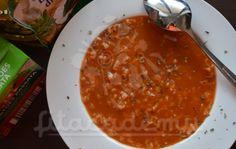 500 g paradajkového pyré 1/3 hrnčeka ryže basmati 1 cibuľa 1 zelená paprika celé nové korenie čierne celé korenie 2 ČL himalájskej soli 1 PL trstinového cukru bobkový list bazalka 1,5 L vriacej vody kokosový olej  Na kokosovom oleji si spražíme cibuľku, zalejeme paradajkovým pyré, pridáme pár guličiek čierneho a nového korenia, bobkový list, bazalku,soľ a cukor. Nezabudneme na zelenú papriku, môžeme ju pridať pokrájanú na kocky. Zalejeme vriacou vodou a necháme 15 minút var... Ethnic Recipes, Food, Red Peppers, Eten, Meals, Diet